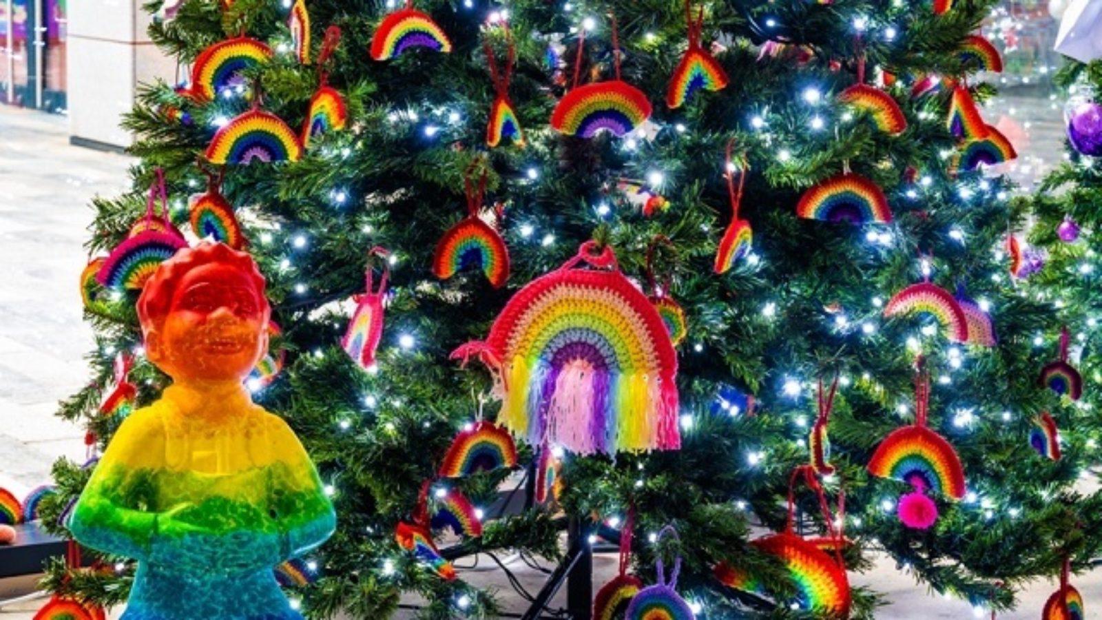 Rainbow Oor Wullie and Tree