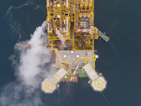 The Prelude FLNG facility leaving the SHI Shipyard in South Korea